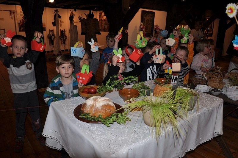 Spotkania Rodzinne w Uzarzewie – Wielkanocne opowieści