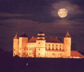 Zamek w Nowym Wiśniczu nocą