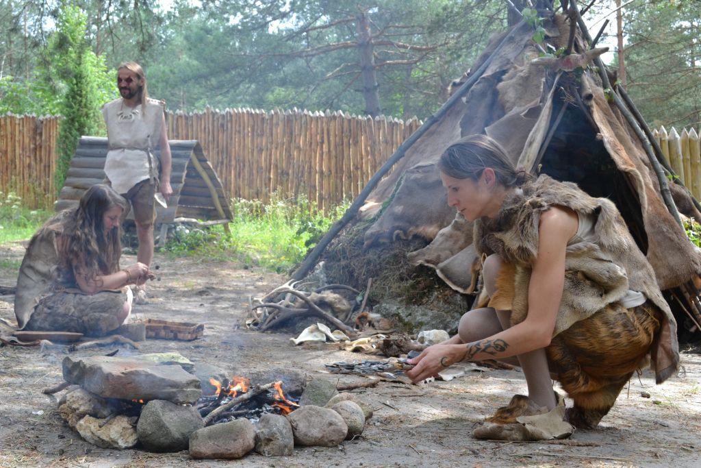 Rekonstrukcja wioski neolitycznej w Krzemionkach