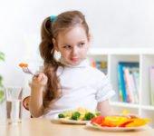 Czy karmić dzieci nowalijkami?