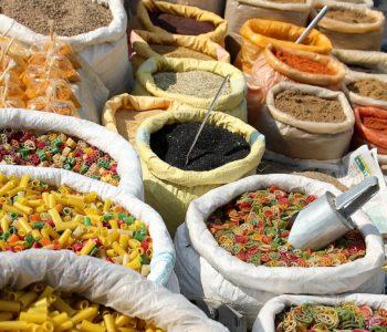 Worki z indyjskimi przyprawami na wagę
