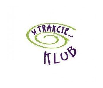 klub w trakcie warszawa logo tańce, sport, plastyka, ceramika, rękodzieło, przedprzedszkole