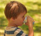 Objawy odwodnienia dziecka. Jak nawadniać dziecko. Porady dietetyka