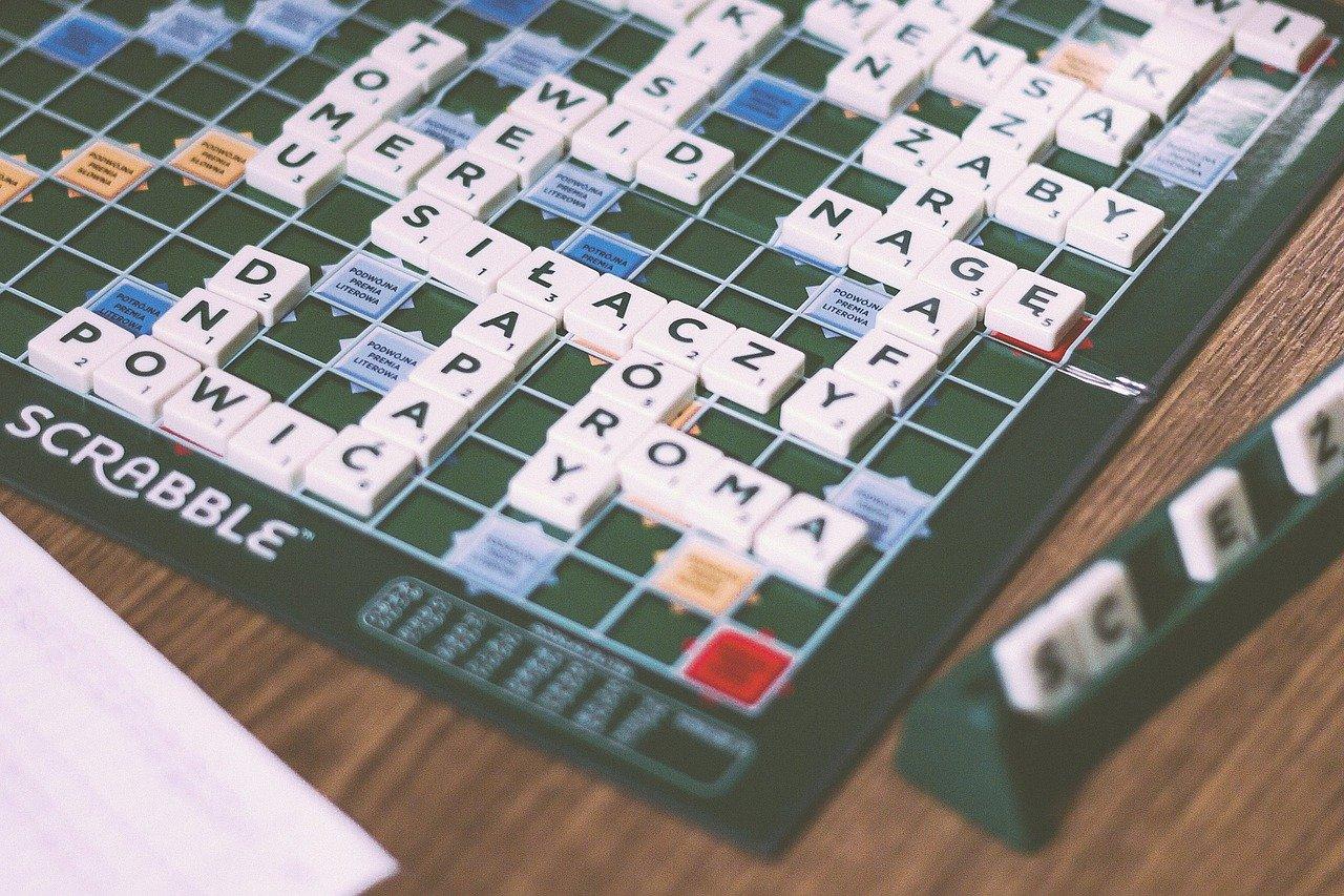 Scrabble - plansza z rozpoczętą grą