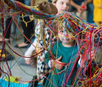 Mali Odkrywcy - sensoryka i rozwój dzieci