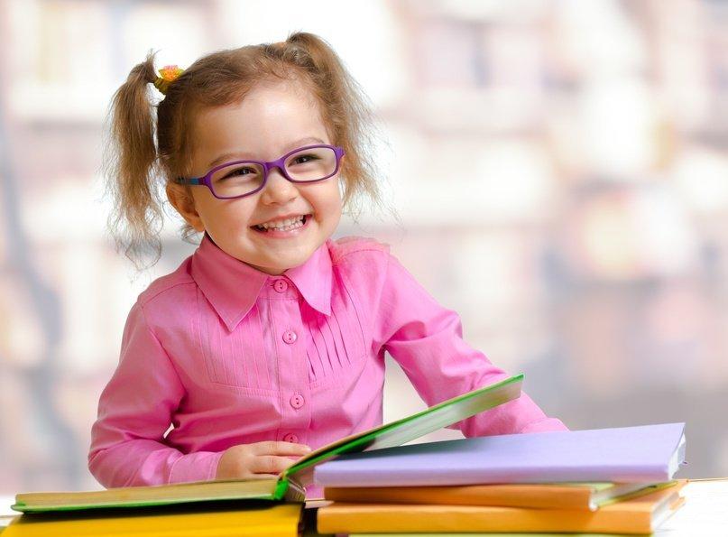Dziecko z książką. Zachęcenie do czytania