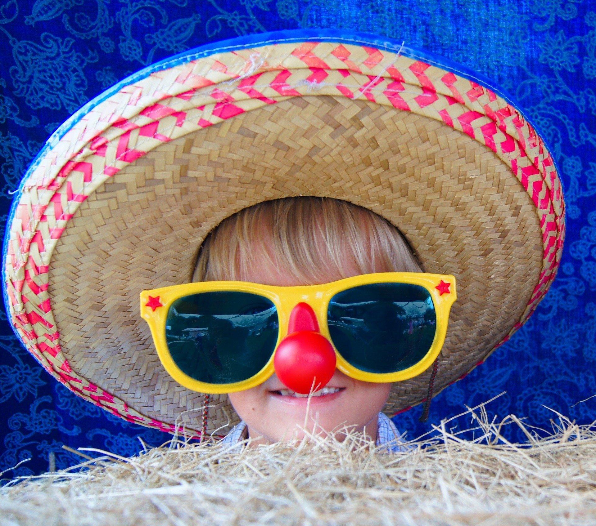dziecko kapelusz śmieszne wakacje lato