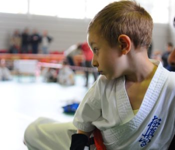 Dziecko podczas treningu karate