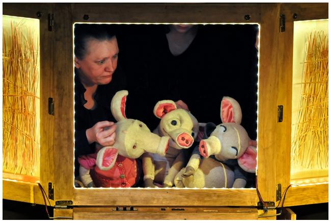Trzy świnki, czyli magia teatru, Banialuka