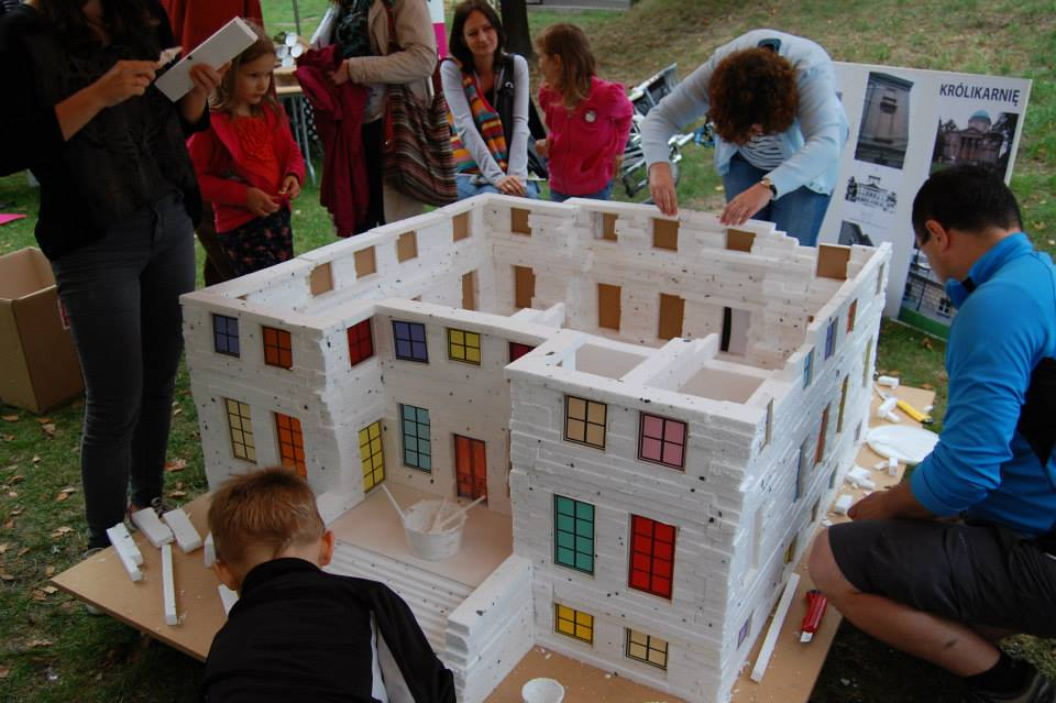 budowa Królikarni - Dzień DZiecka w Centrum Łowicka