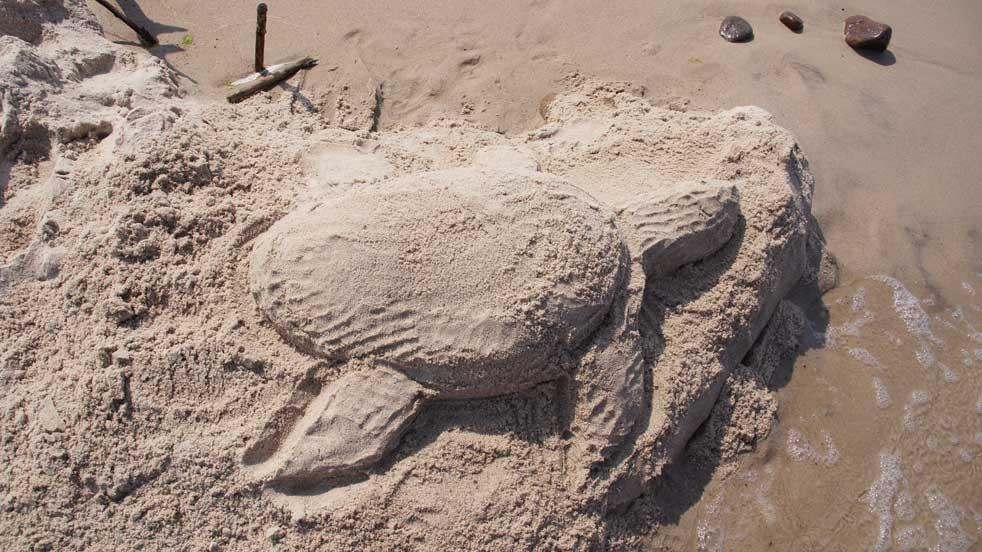 Pomysły na lato - rzeźbienie z piasku
