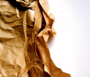 Pognieciony szary papier - recykling