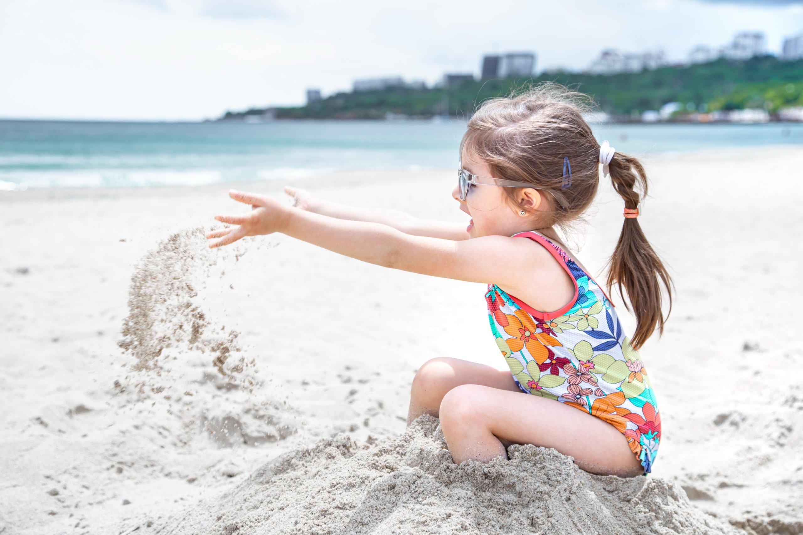 W co się bawić z dzieckiem na plaży. Pomysły na zabawy