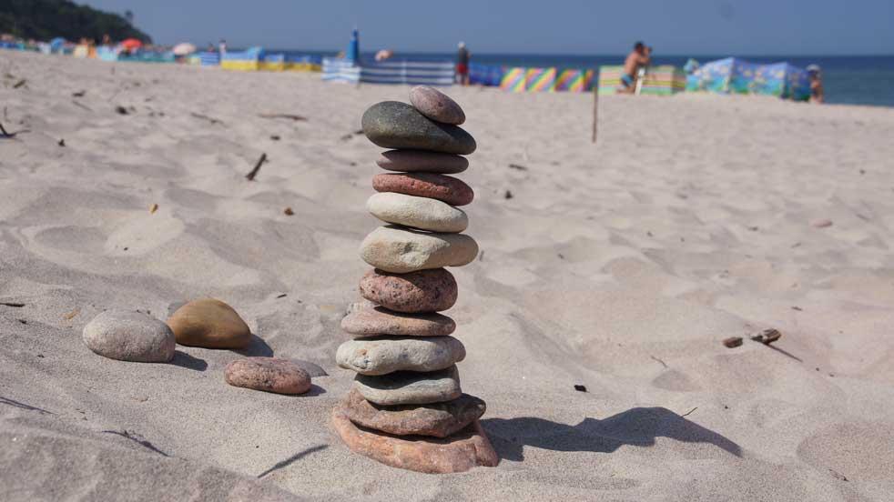 wieze a kamyków zabawy na plaży