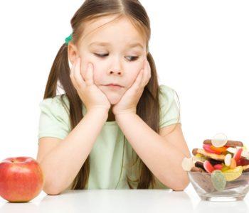 Dziewczynka i jedzenie