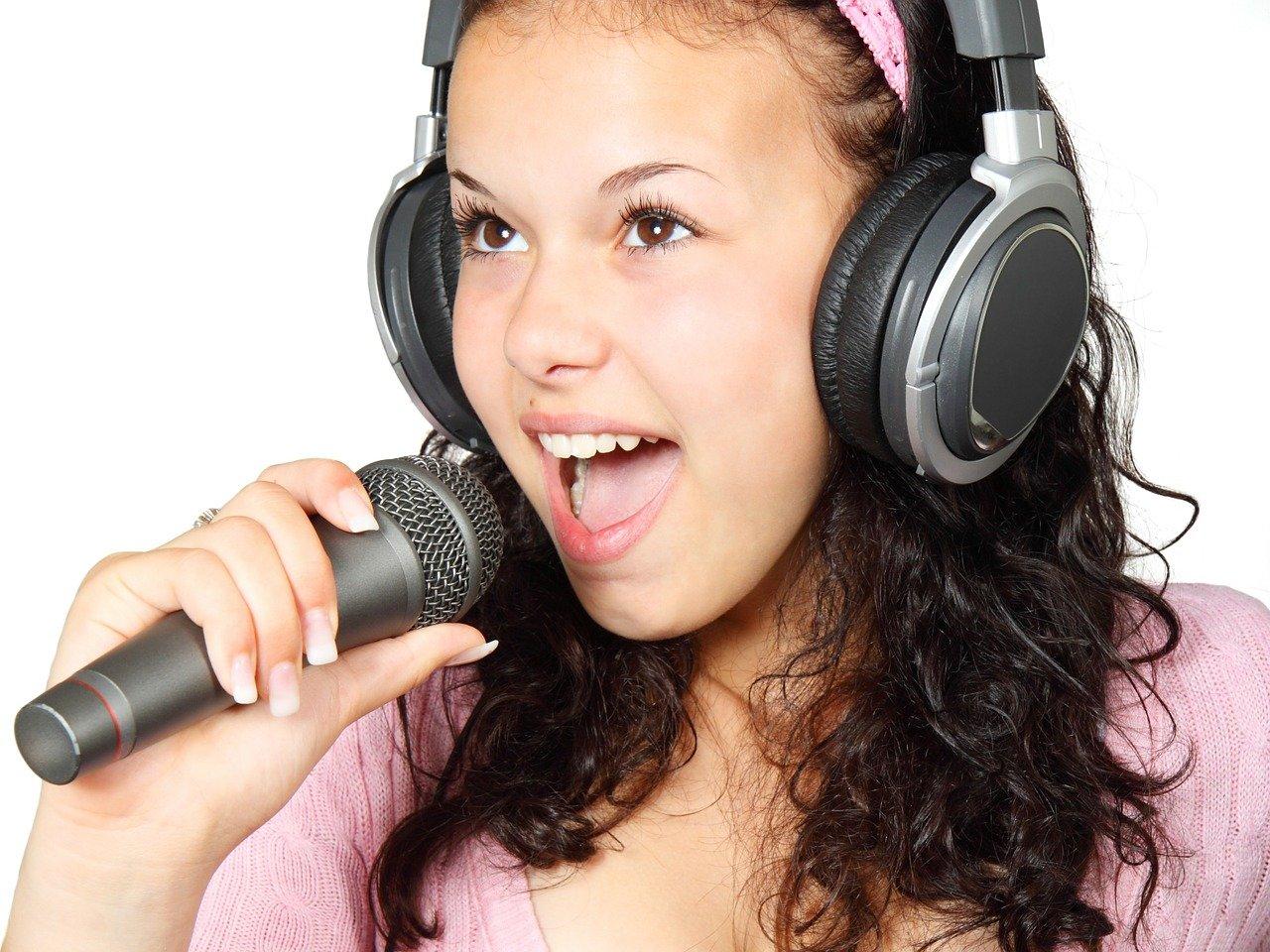 mikrofon dziewczyna