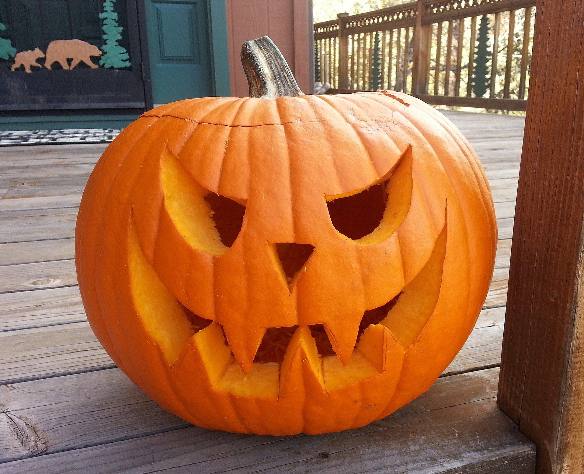 Jak zrobić dynię na halloween? Zabawy dla dzieci
