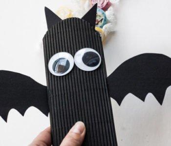 Halloweenowe pudełko na słodycze w kształcie nietoperza