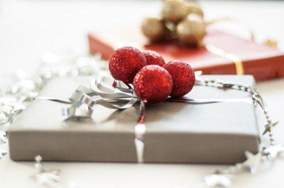 pakowanie prezentów swiątecznych