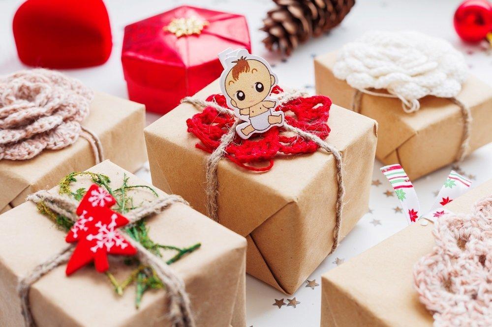 Prezenty świąteczne jak pakować z dziećmi