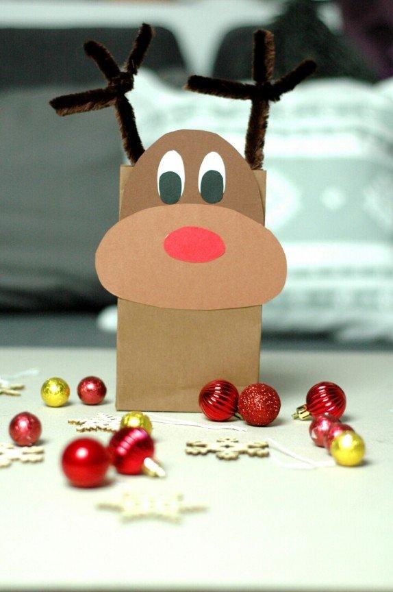 Reniferowa torba na świąteczne upominki