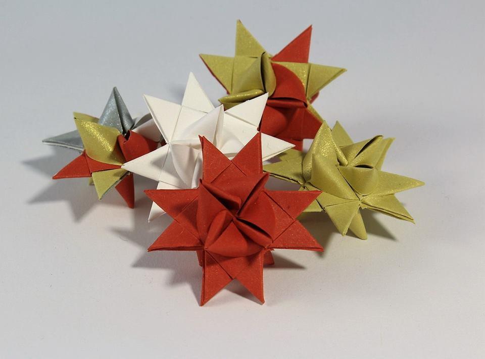 Jak zrobić gwiazdkę z papieru na choinkę