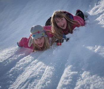 zima dzieci śnieg zabawa