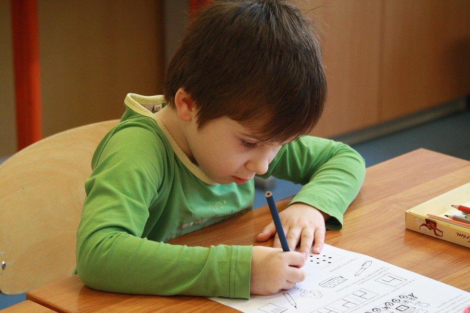 praca domowa odrabianie lekcji uczeń szkoła