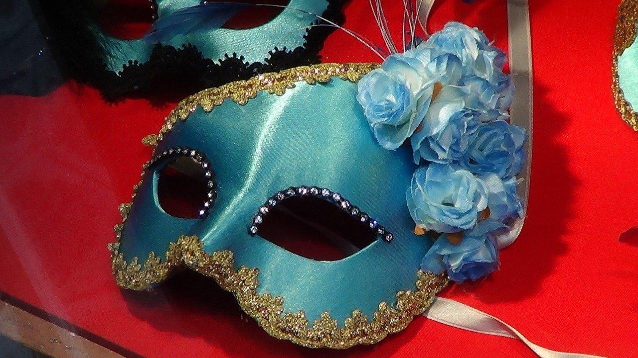 Maska tradycyjna i współczesna