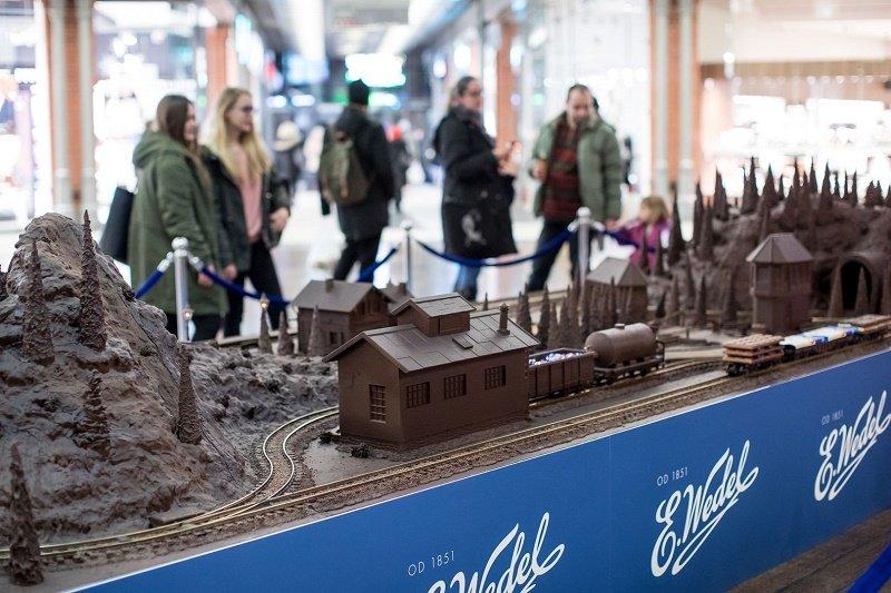 500 kg słodkich widoków: kolejka górska i rzeźby z czekolady
