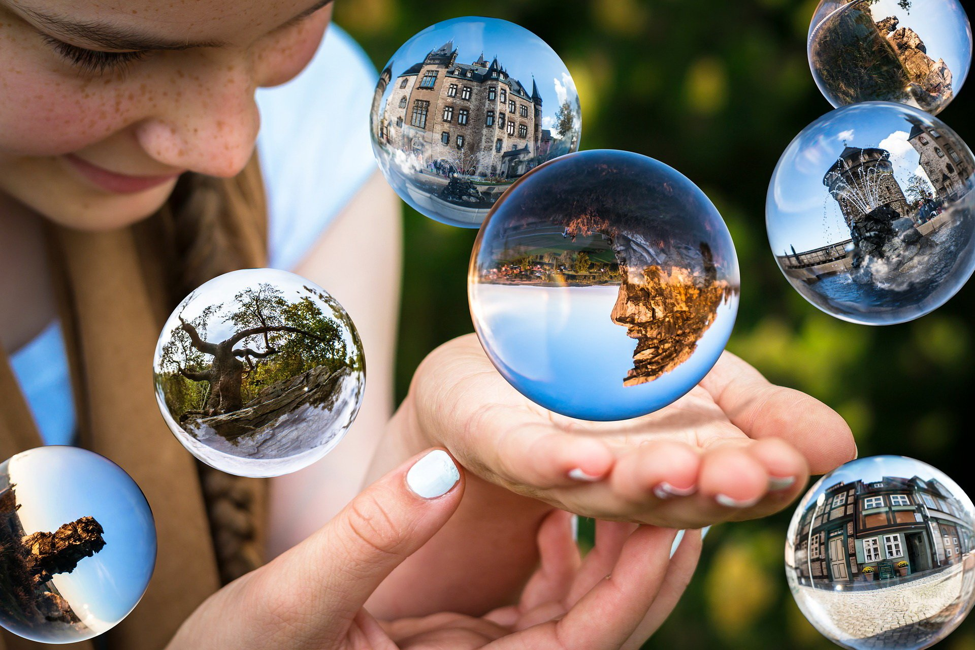 glass-ball-1767291_1920