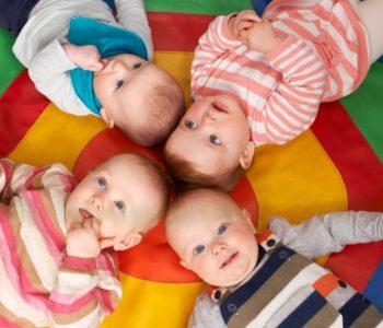 Zabawy podłogowe dla dzieci niechodzących