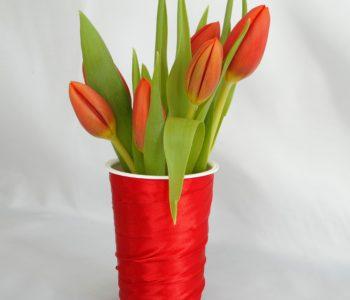Wazonik z tulipanami na Dzień Kobiet