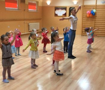Energiczny mix taneczny - taniec dla dzieci w Elblągu