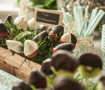 Przepis na owoce na patyku – truskawki w czekoladzie