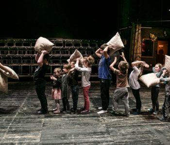 teatr nowy Łódź daj rodzinę za kurtynę
