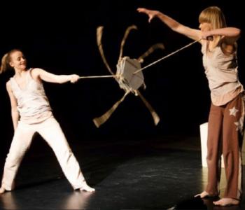 """Lulajka"" - spektakl teatralno-muzyczny Teatru Atofri"
