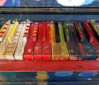 pianino kolorowe klawisze