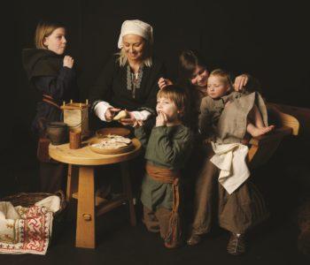 """Rodzina i dziecko w średniowieczu"""" - wystawa"""