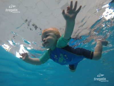 Fregata - nauka plywania