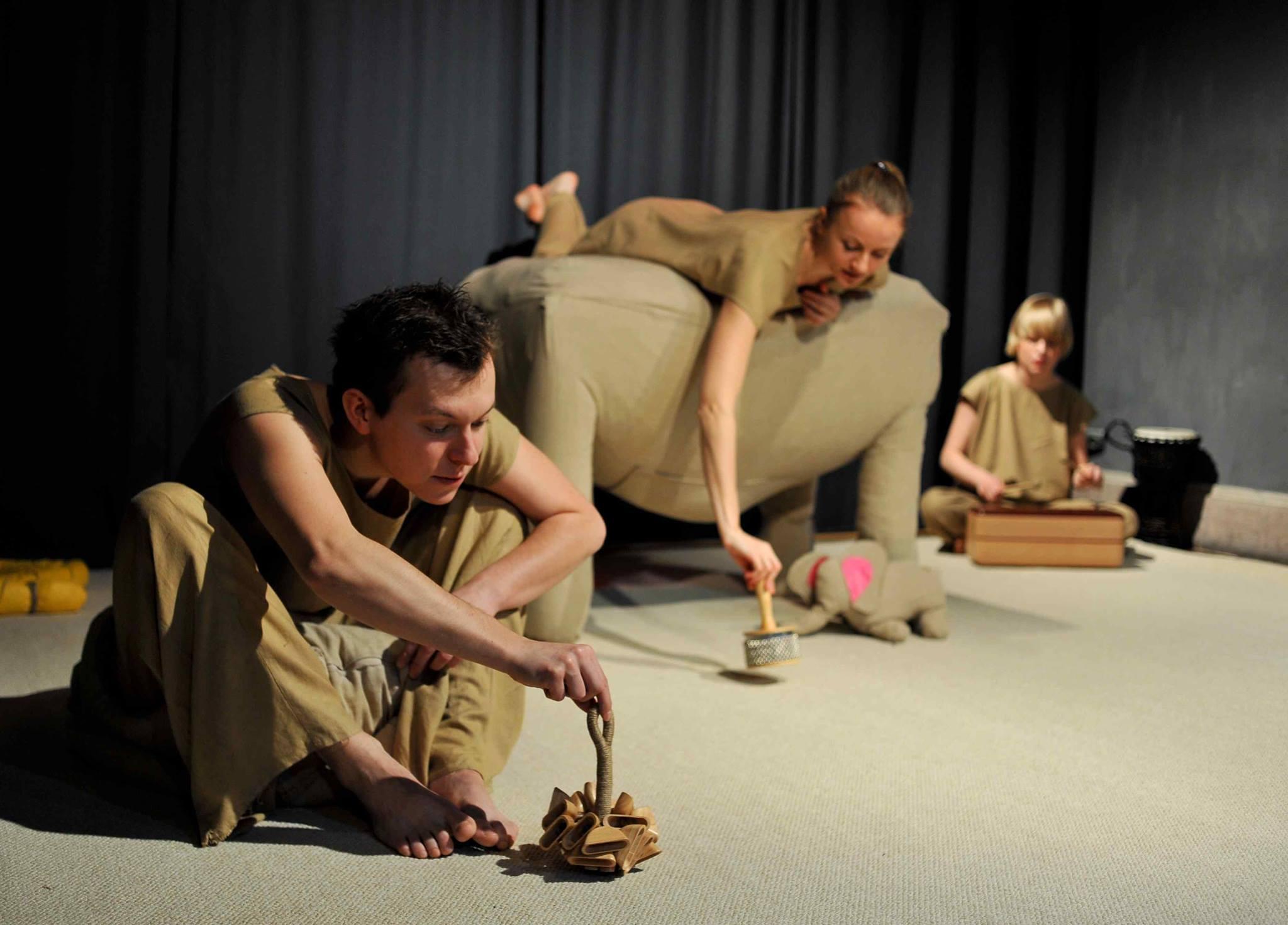 Atofri - teatr dla dzieci w wieku 1 - 6 lat. Słoń Trąbibombi