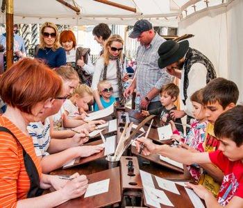 Warsztat średniowiecznego pisarza – warsztaty kaligrafii dla rodzin