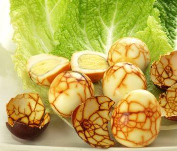 Przepis na straszne jajka – jajka marmurkowe