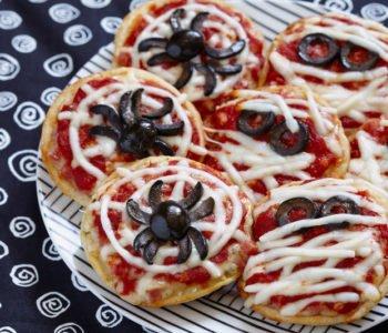 Przepis na straszne mini pizze na Halloween