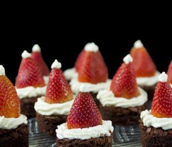 Przepis na zabawny świąteczny deser  – czapki Świętego Mikołaja
