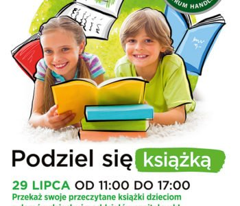 Dzieci podzielą się książkami ze swoimi rówieśnikami