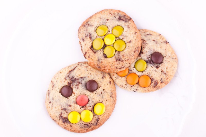 przepis na ciasteczka z czekolada i M&M
