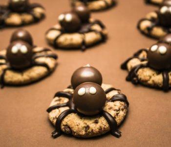 Przepis na ciastka pająki na Halloween bez pieczenia