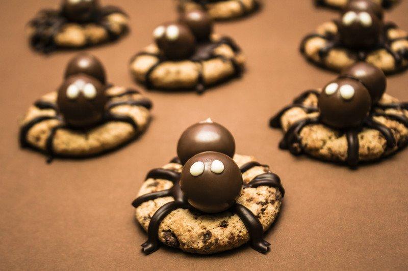 przepis na ciastka pająki na Halloween