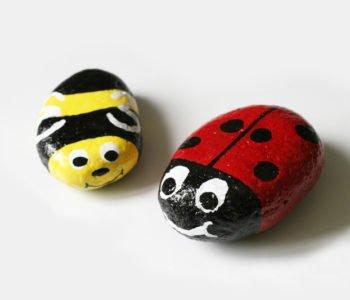 Malowane kamienie biedronki i pszczoły